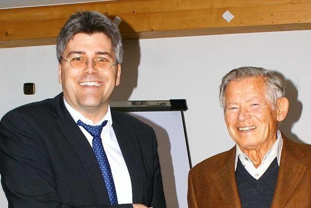 Einsatz für Burgruine Wieladingen: Ehrennadel für Gottfried Nauwerck