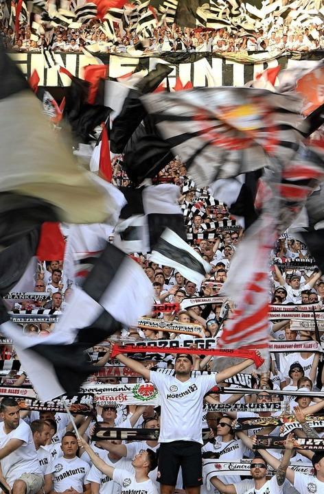Die Fans der Eintracht sind bekannt fü... beim DFB-Pokalfinale 2018 in Berlin.   | Foto: dpa/Archiv