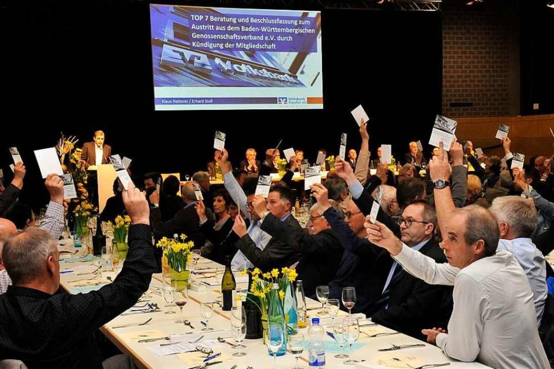 Historischer Moment: Der Austritt aus dem Prüfverband BWGV wird beschlossen.  | Foto: Hans-Peter Müller