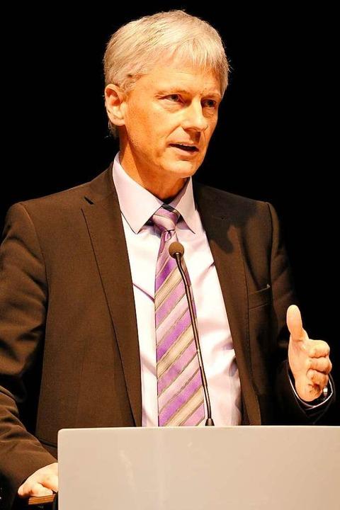 Setzt sich für ein dezentrales Banken-... Staufens Bürgermeister Michael Benitz  | Foto: Hans-Peter Müller