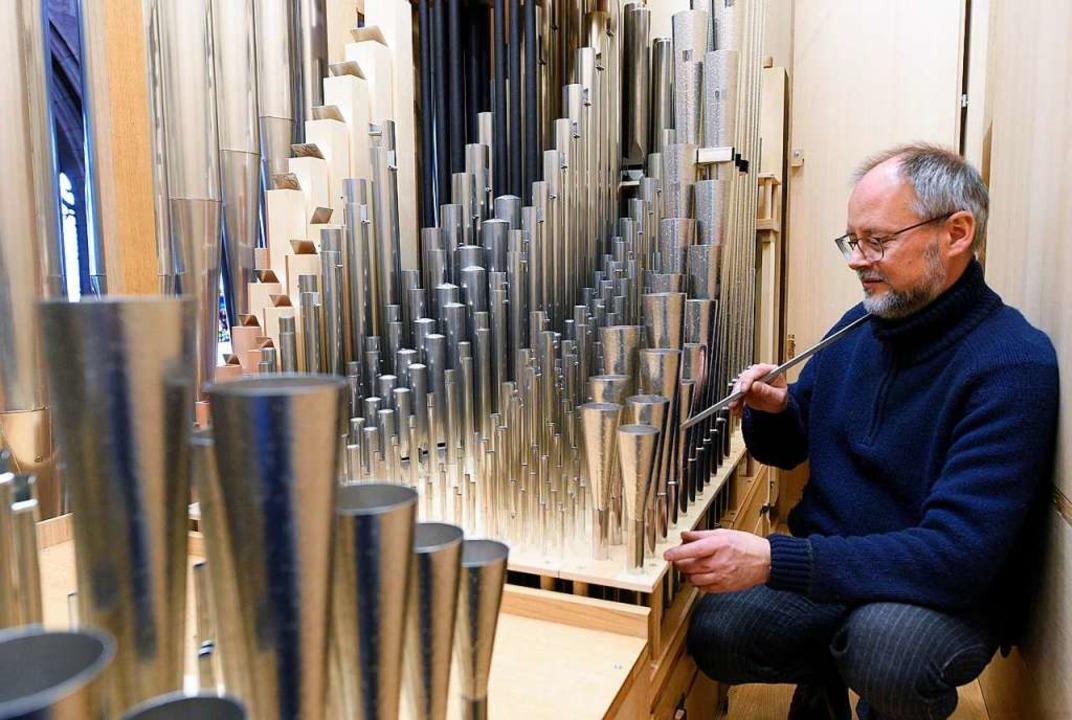 Intonateur Gunter Böhme bei der Arbeit in der neuen Chororgel  | Foto: Thomas Kunz