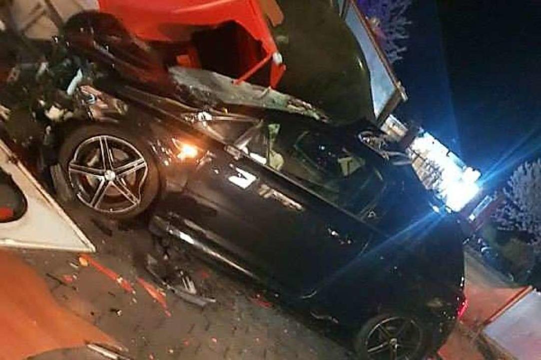 Der Unfallfahrer, der vor knapp zwei W...t hat, ist italienischer Staatsbürger.  | Foto: Feuerwehr Bad Säckingen