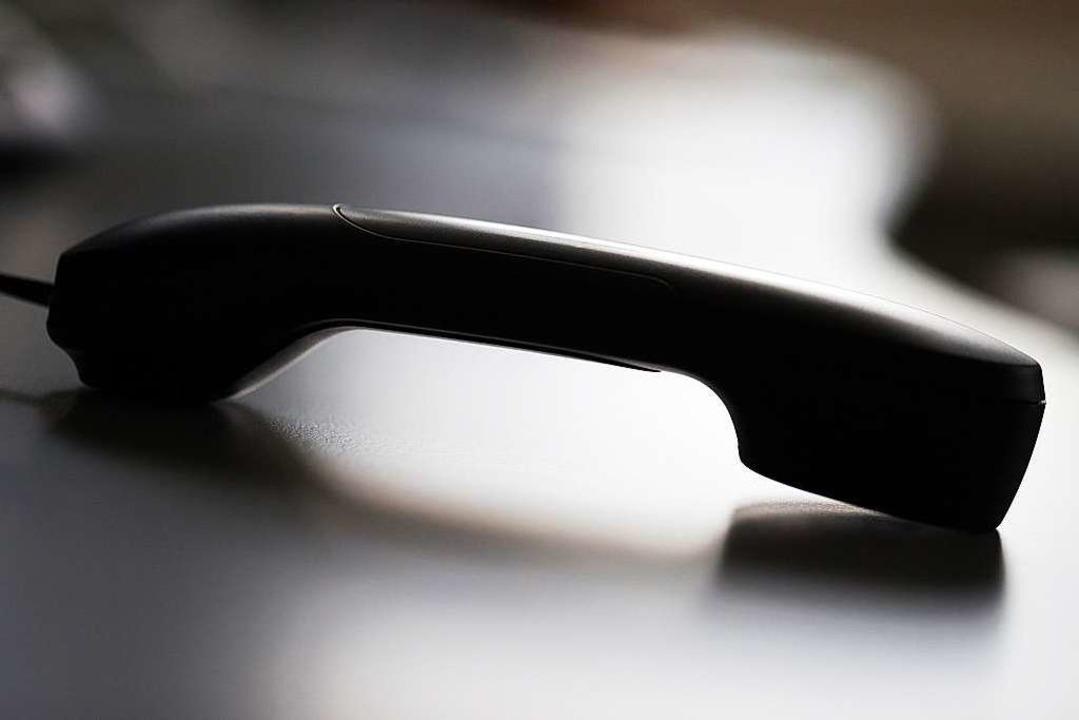 Unbekannte haben sich am Telefon als P...efallen ist aber niemand (Symbolbild).  | Foto: dpa