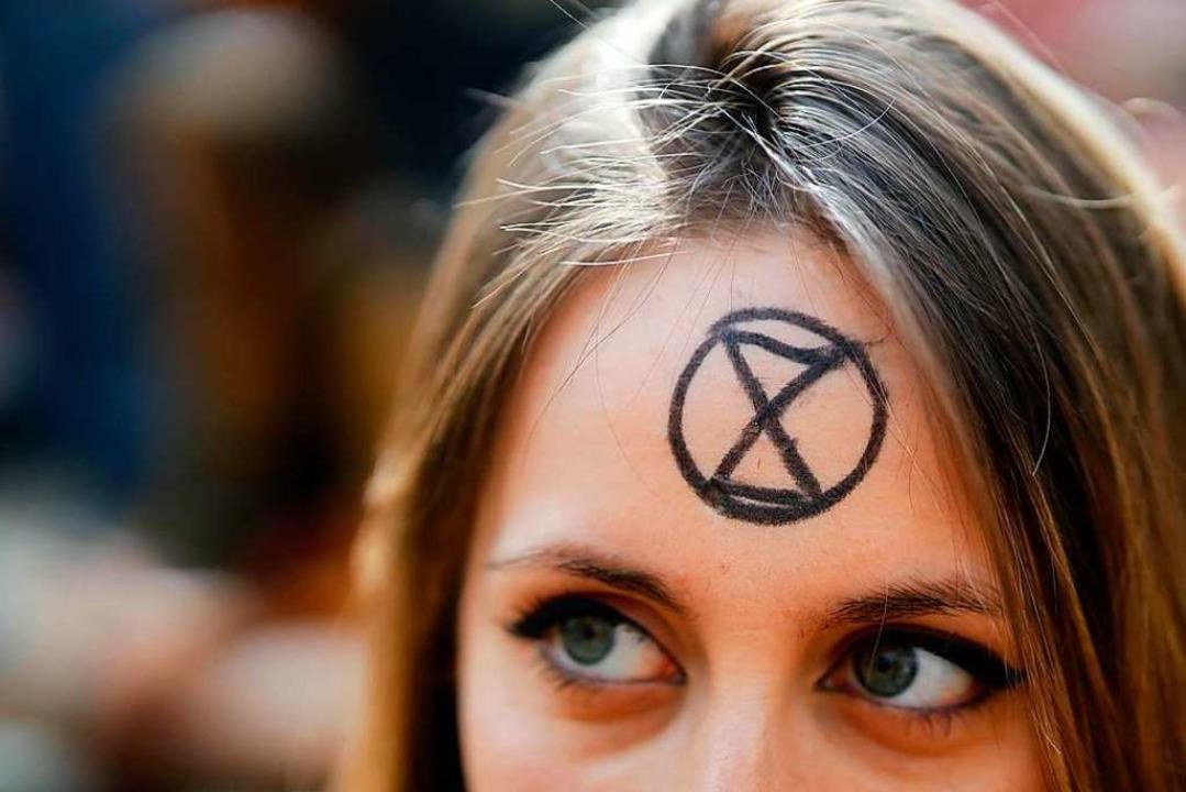 Das markante X ist das Emblem der Bewe... einer Protestaktion in London.  | Foto: AFP