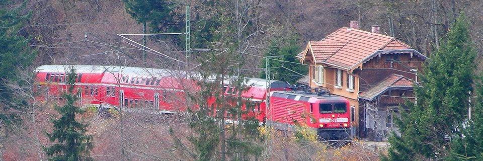 Verwaister Bahnhof im Höllental steht zum Verkauf