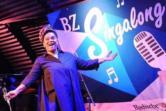 Fotos: Von Sinatra bis Reinhard Mey - BZ-Singalong in Freiburg