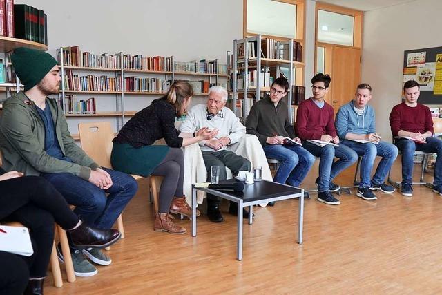 Altbürgermeister spricht als Zeitzeuge am Schönauer Gymnasium