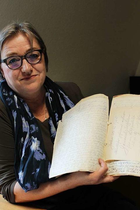 Erfolgreiche Recherche: Die Schriftste...rrmann wurde im Tagebucharchiv fündig.  | Foto: Annika Sindlinger