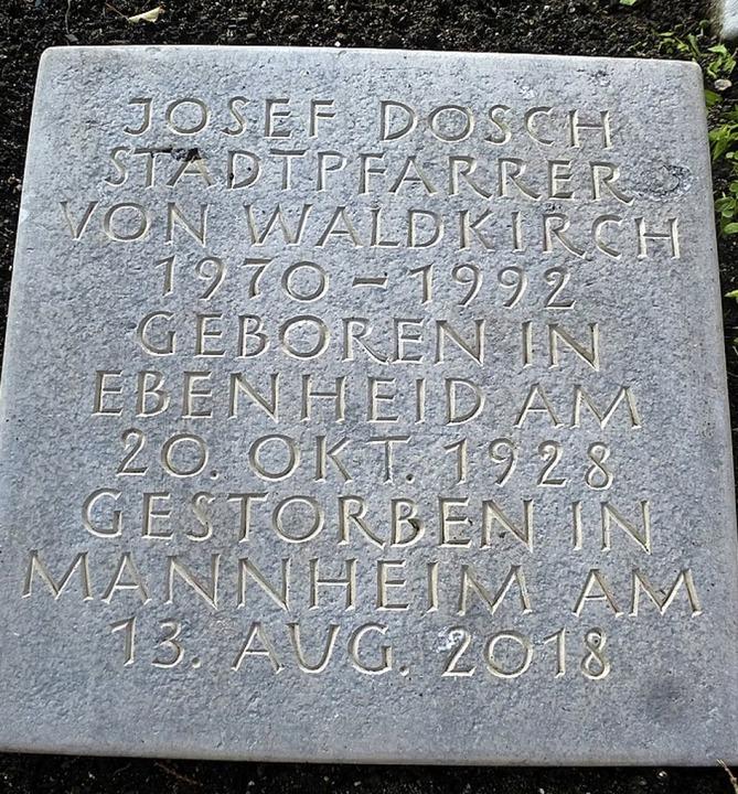 Ein besonderes Grabfeld ist das der Pr...f Dosch und brachte sie zum Friedhof.   | Foto: Fotos: Walter Uhl
