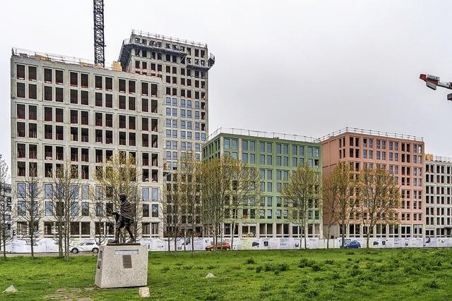 Großer Wohnkomplex in Pastellfarben