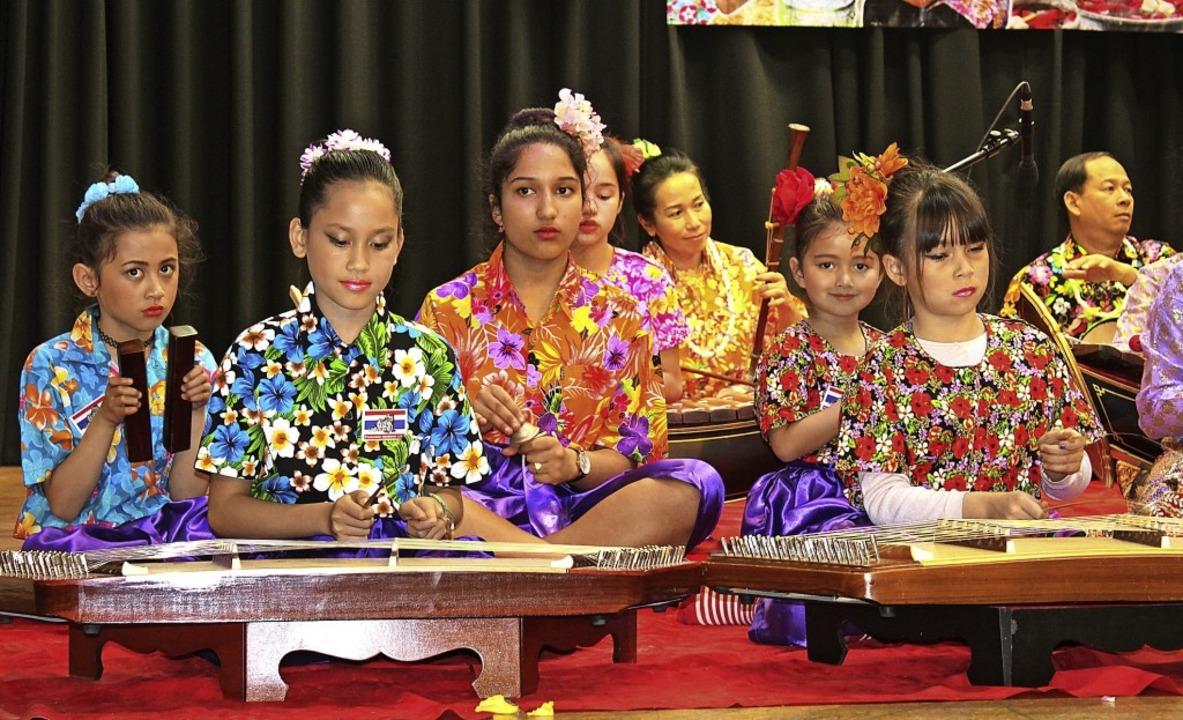 Thailändische Musikgruppe beim Songkranfest in der Festhalle Kollnau.     Foto: Karin Heiss