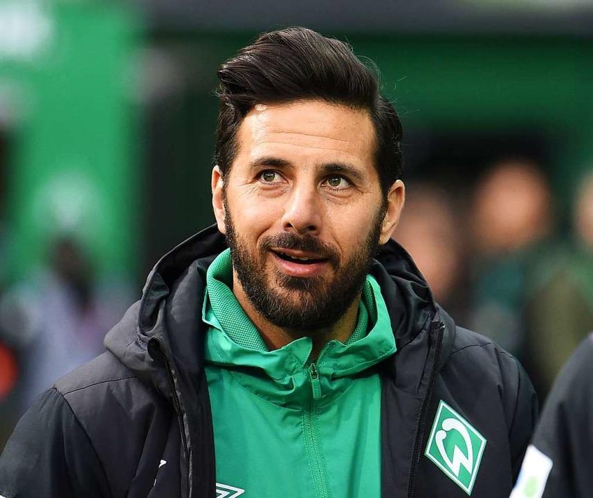 Claudio Pizarro kann sich aussuchen, o...den FCBayern München arbeiten möchte.    Foto: dpa