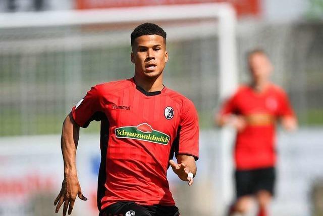Der SC Freiburg II macht Trainer Christian Preußer ein Geschenk