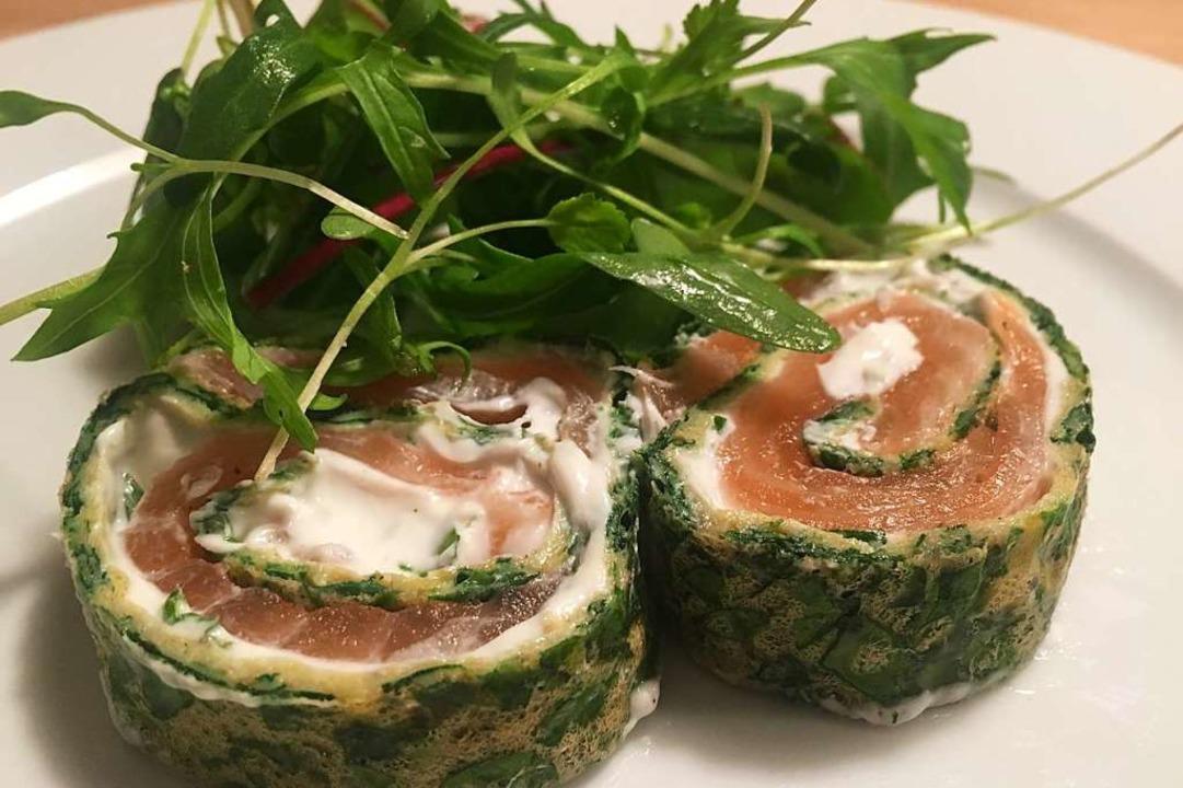 Lachs, umhüllt von Eiern, Käse und Spinat  | Foto: stechl