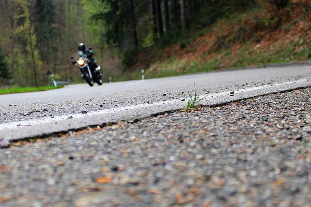 Motorradfahrer auf dem Anstieg Richtung Streitberg.  | Foto: Annika Sindlinger