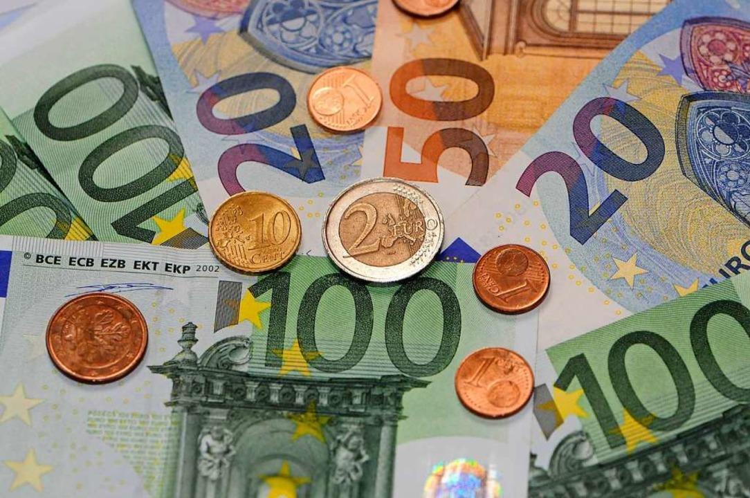 Die Sparkasse Lörrach-Rheinfelden und ...nden nachträglich Zinsen (Symbolbild).  | Foto: Siegfried Gollrad