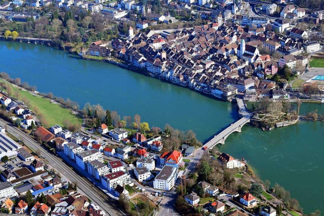 Beim Rheinsteg kommt es nun auf die En...baut wird, bleibt eine wacklige Sache.  | Foto: Erich Meyer