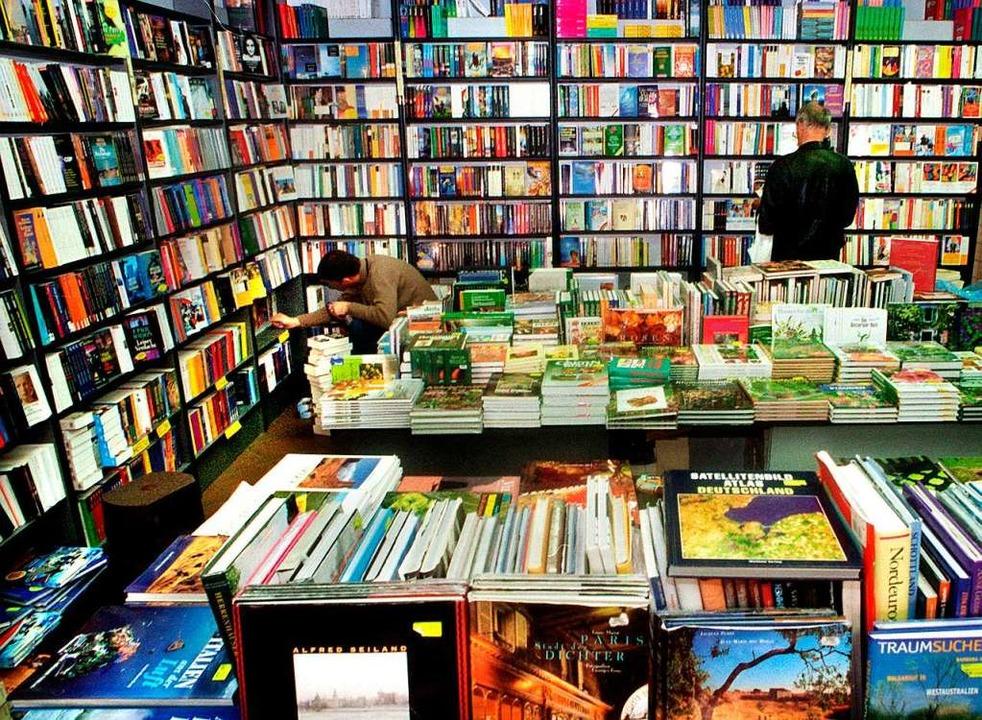 Blick in eine Buchhandlung: Am Diensta...senswertes auch erfolgreich online an.  | Foto: usage Germany only, Verwendung nur in Deutschland