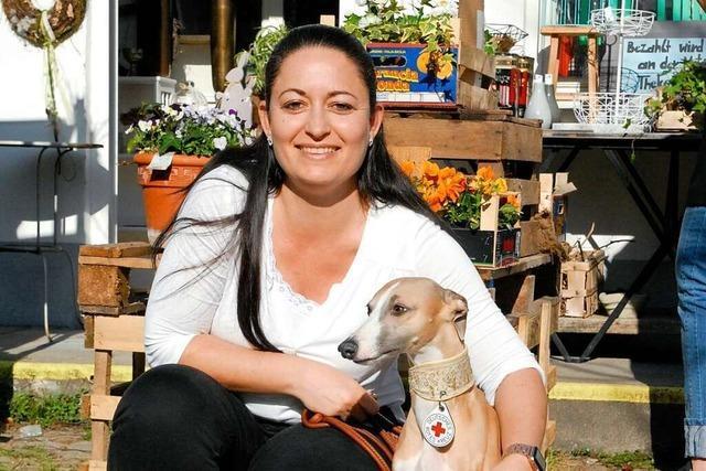 Tanja Otterstätter bringt mit ihrem Besuchshund Freude ins Rheinfelder Bürgerheim