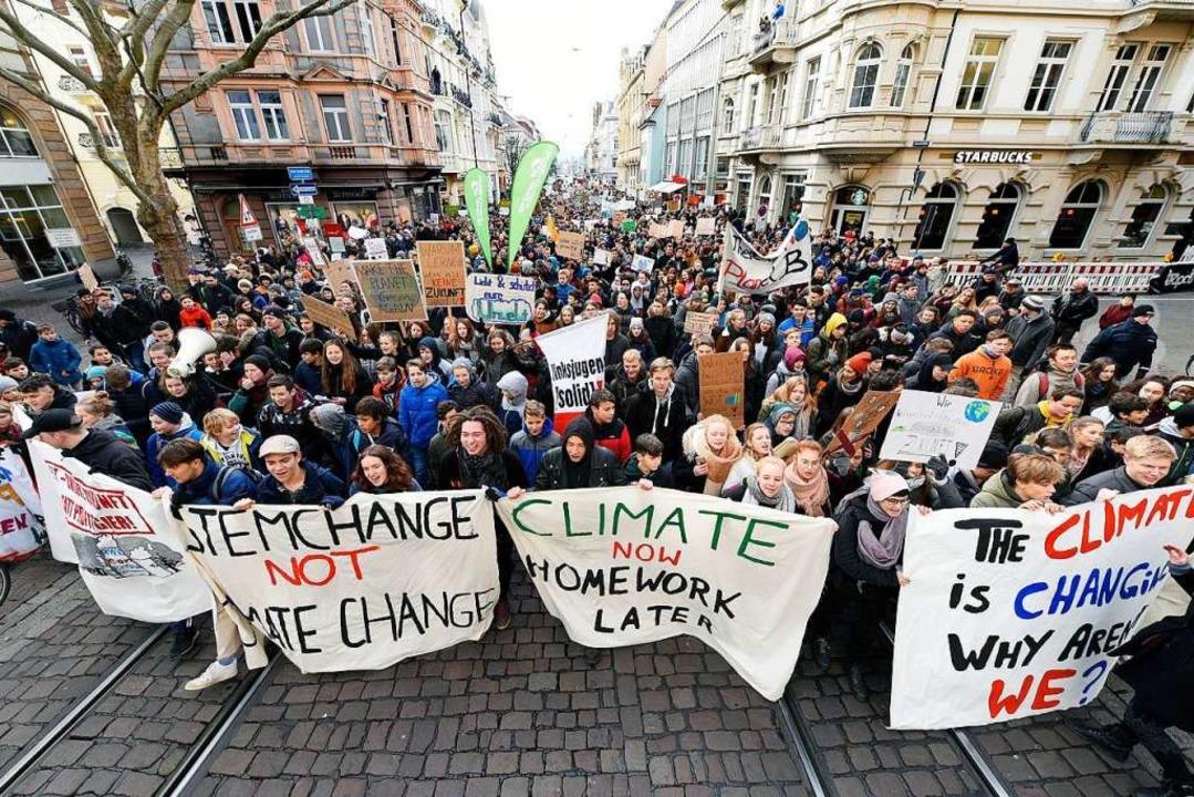 In Freiburg streikten rund 5000 Schüler   im Januar für das Klima.  | Foto: Thomas Kunz