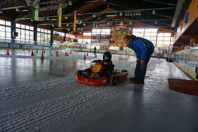 Rennstall-Atmosphäre in der Eishalle