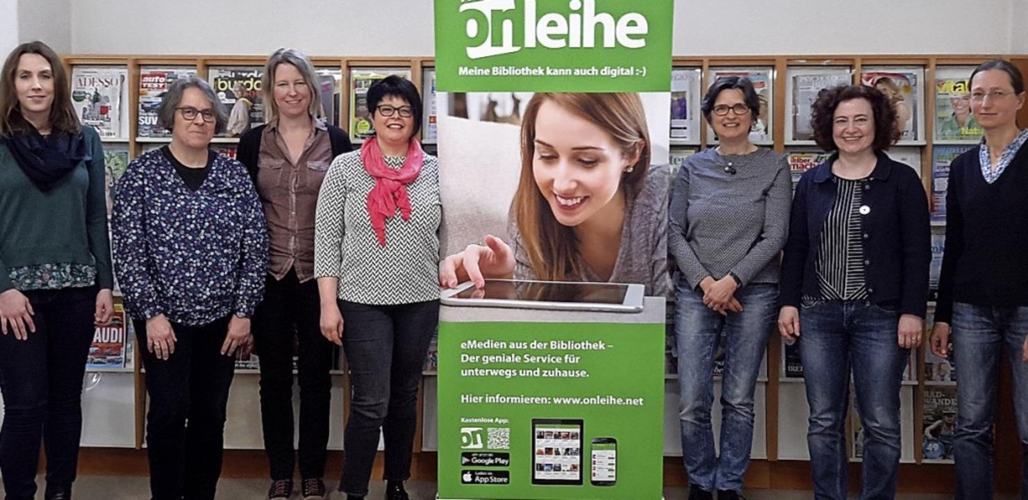 Ein Teil der zehn  Bibliotheksleiterinnen des Onleihe-Verbundes   | Foto: Carmen Heilmann-Lieberum