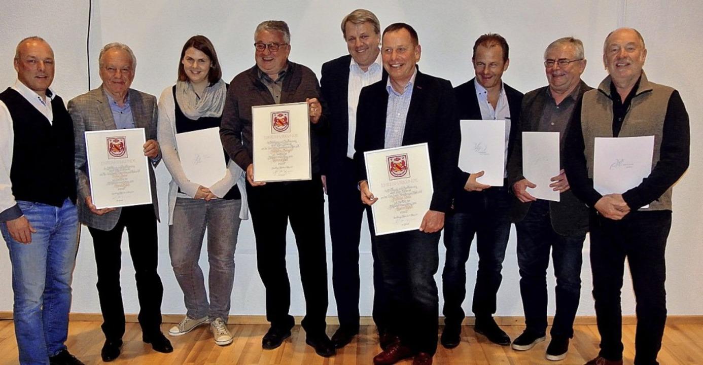 <BZ-FotoAnlauf>TV Neuenburg:</BZ-FotoA...in Parison, Reinhold Orth (von links)   | Foto: Privat