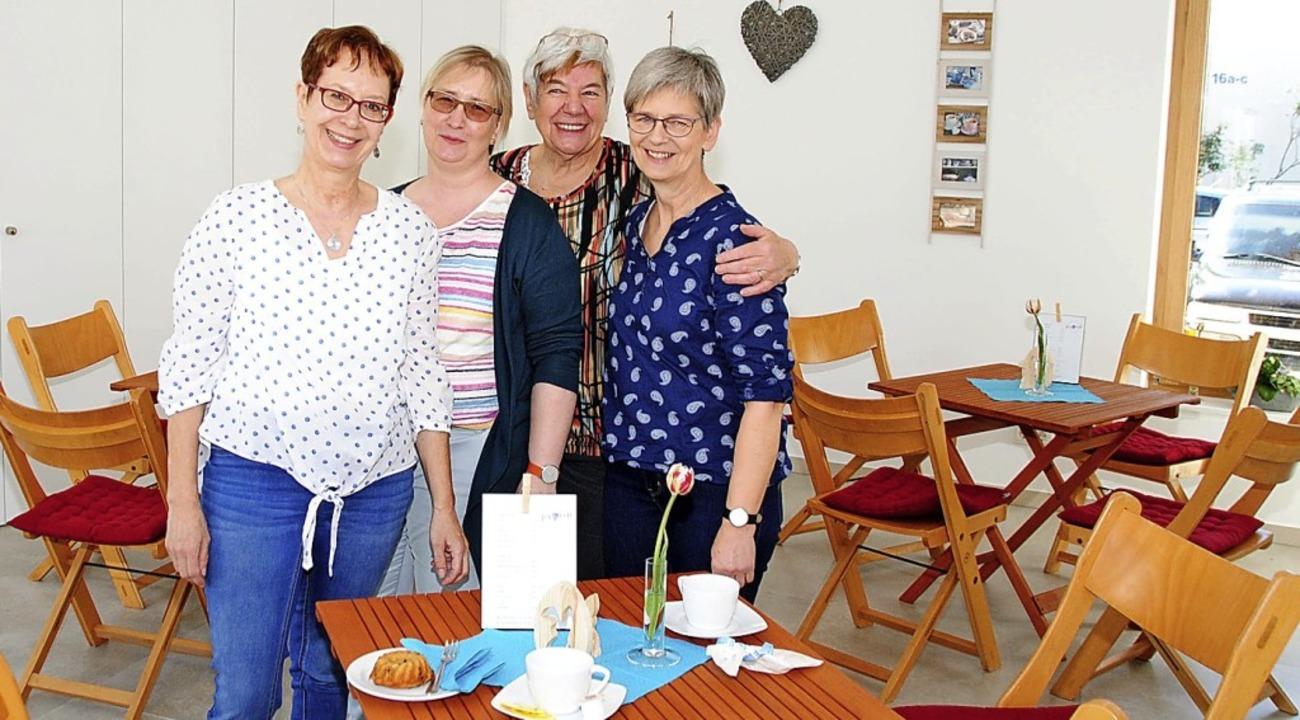 Das Team von Jo's Café:  Sabine ...a Grommelt und Bärbel Mues (von links)  | Foto: Norbert  Sedlak