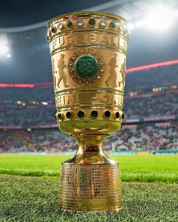 Um diesen Pott geht es im DFB-Pokal.    | Foto: DPA