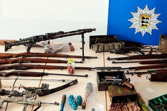 332 Waffen konfisziert: Behörden entwaffnen Reichsbürger