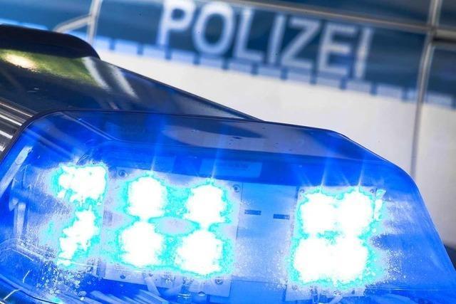 Autofahrer gefährdet in Bad Krozingen Passanten bei Rewe