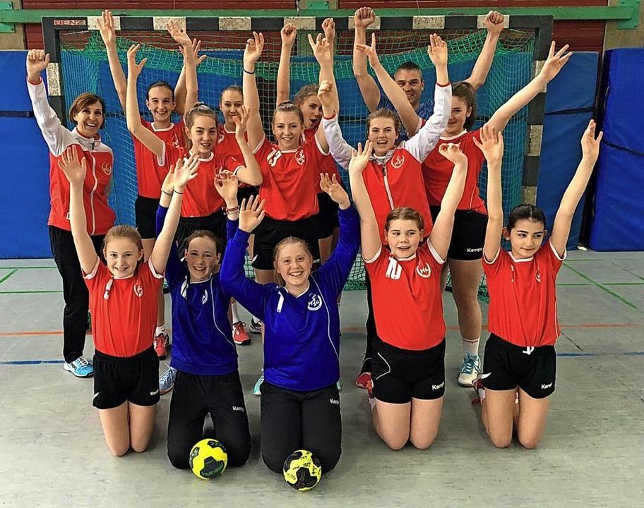 <BZ-FotoAnlauf>Handball:</BZ-FotoAnlau..., Victoria Bauer und Luisa Suchrolla.   | Foto: Privat