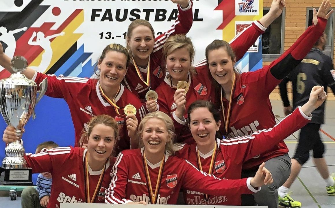 <BZ-FotoAnlauf>Faustball:</BZ-FotoAnla...olte sich das Team des FBC Offenburg.   | Foto:  Privat