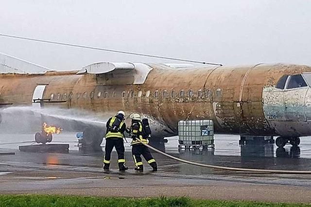 Mehr Lahrer Feuerwehrleute können jetzt Flugzeuge löschen