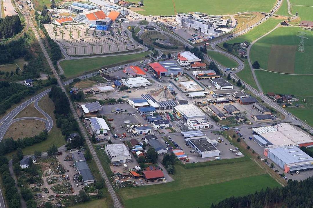 Das Gewerbegebiet Titisee im Anflug vo...zum Gewerbehof entwickelt werden soll.  | Foto: Stadt Titisee-Neustadt