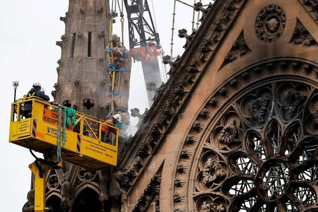 Innerhalb von fünf Jahren will Frankre...ale Notre-Dame wieder erneuern lassen.  | Foto: AFP