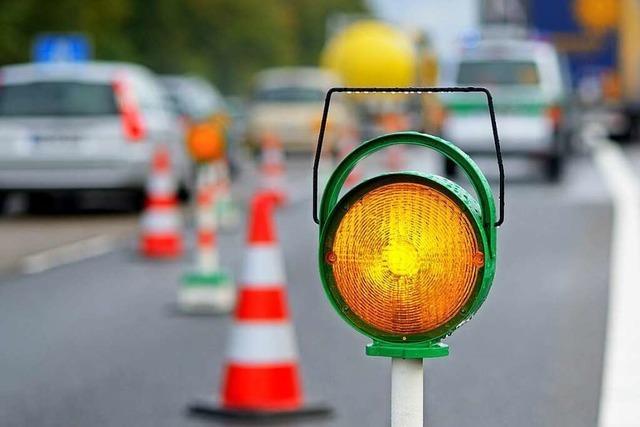 Autofahrer überfährt polizeiliche Unfallabsicherung auf der A5 – und flüchtet