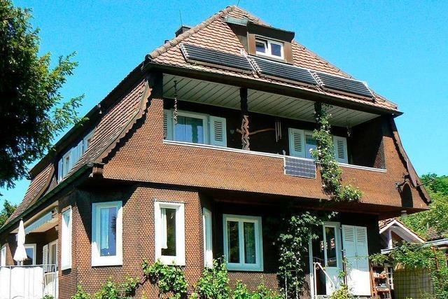 Am Leuselhardt in Lörrach steht ein historisches Holzhaus