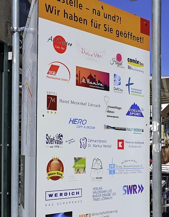 <BZ-FotoAnlauf>Basler Strasse: </BZ-Fo...ieger Schilder bei der Baustelle auf.   | Foto: Stadt