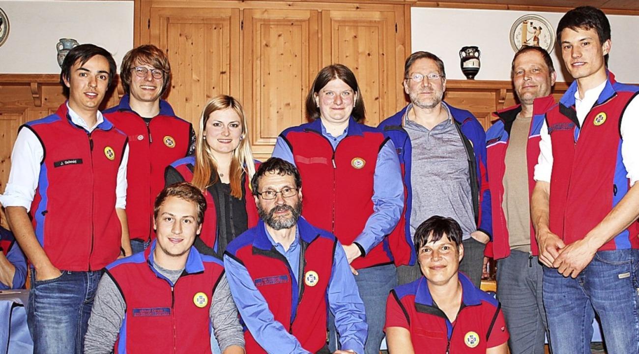 Peter Hanning (vordere Reihe Mitte) üb...von Inga Fritz (vordere Reihe rechts).    Foto: Isabell Bickel