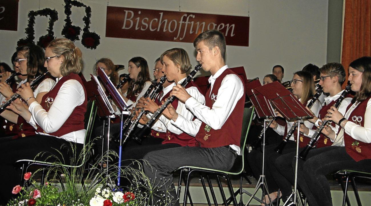 Die Bischoffinger  Winzerkapelle begeisterte die Besucher in der Festhalle.  | Foto: Herbert Trogus