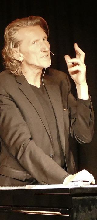 Kabarettist Uli Masuth beim Auftritt im Litschgikeller    Foto: Victor Adolf