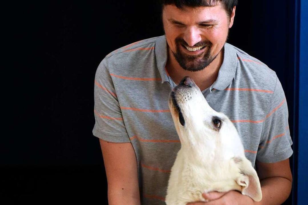 Ramon Kathrein mit seinem Blindenhund Juli.  | Foto: Thomas Kunz