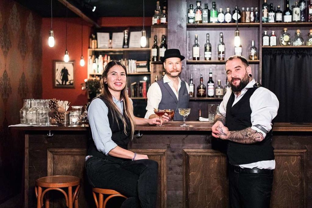 """Das Team der Angels' Share Bar u...""""Chutz"""" Stamm (von links).    Foto: Privat"""
