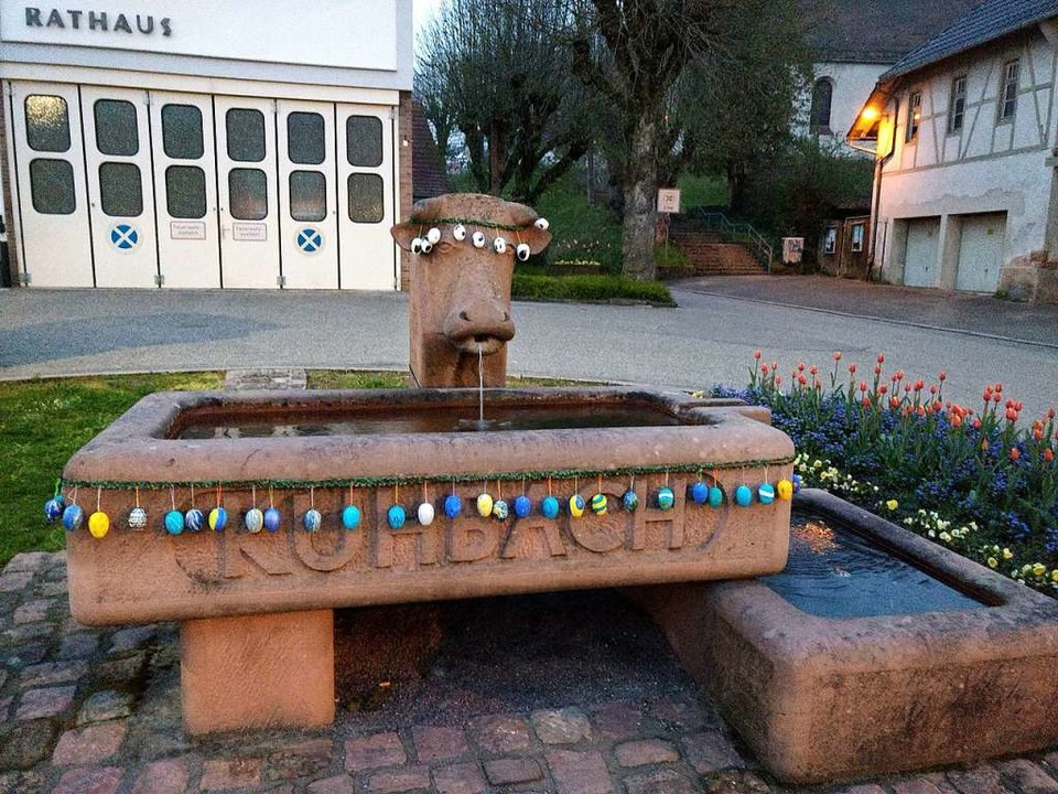 So wurde der Brunnen in der Ortsmitte von Kuhbach geschmückt.    Foto: Privat