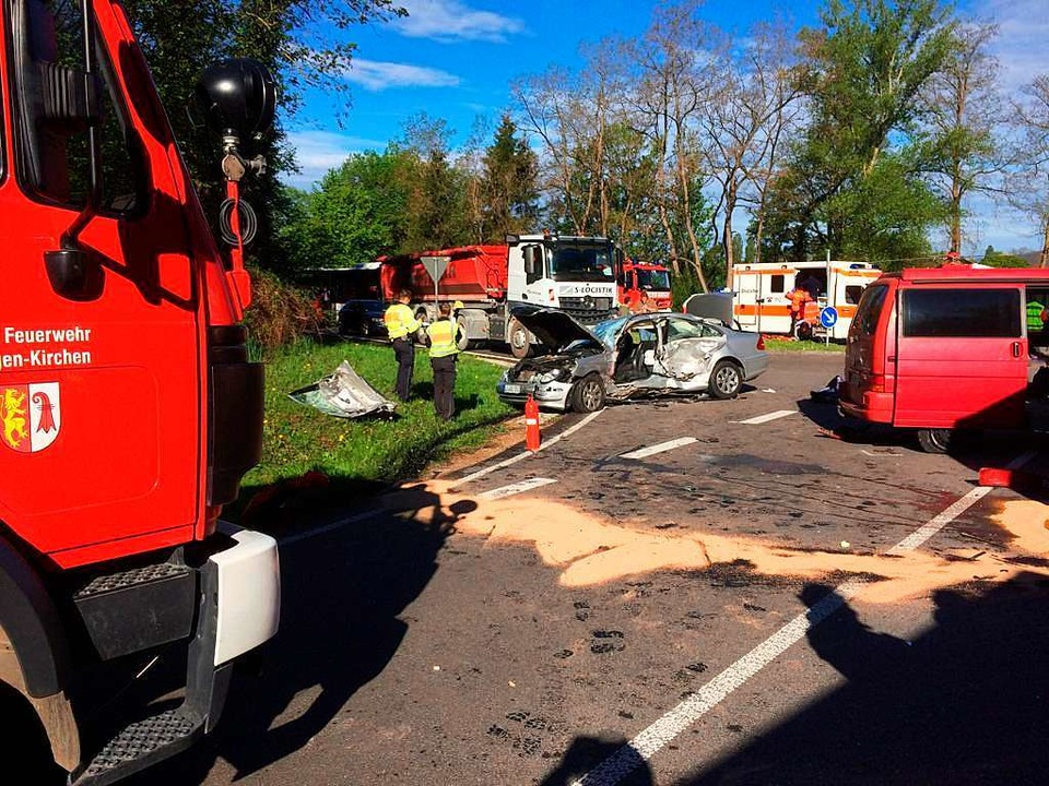 Bei einem Unfall heute Morgen bei Klei...itere Personen wurden schwer verletzt.  | Foto: Nicolas Scherer