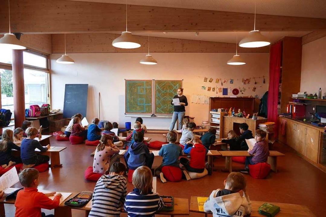 Die Waldorfschule hat die Beleuchtung ...mgestellt. Der Einspareffekt ist groß.  | Foto: Maja Tolsdorf