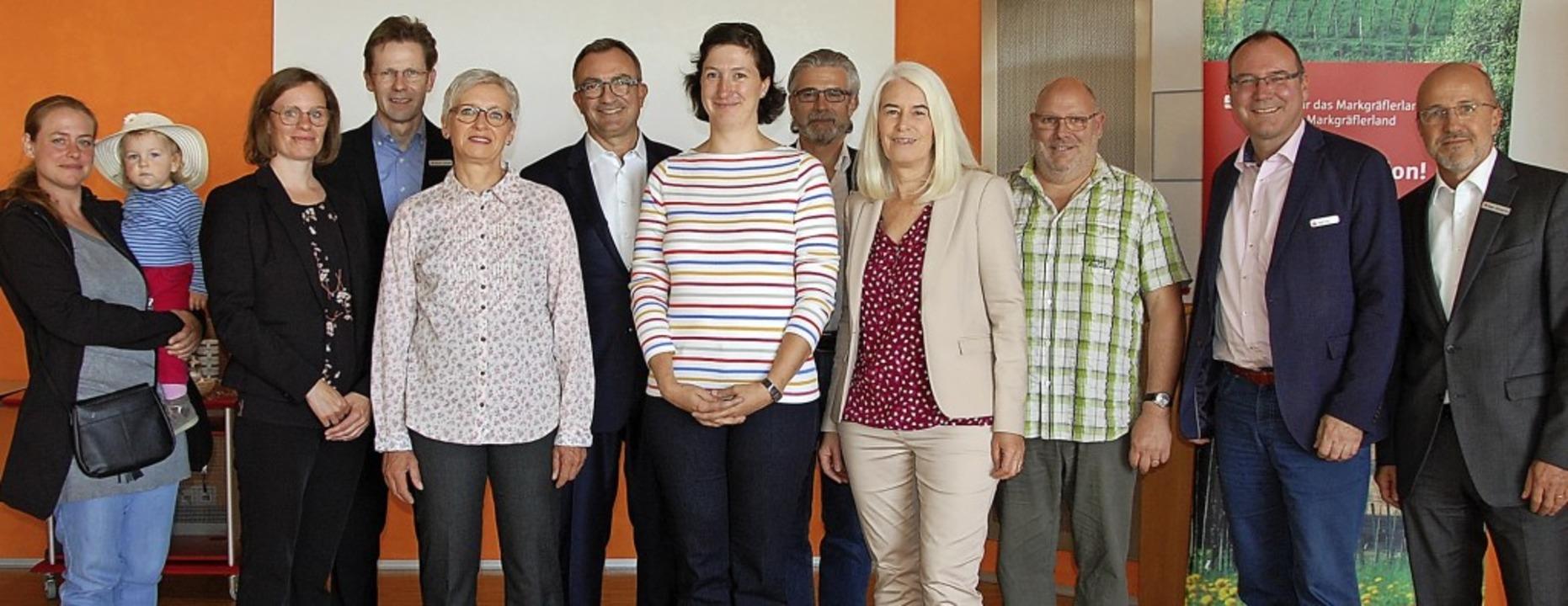 Peter Blubacher, Ralf Frei (von rechts...se mit den Empfängern der Zuwendungen   | Foto: Frey