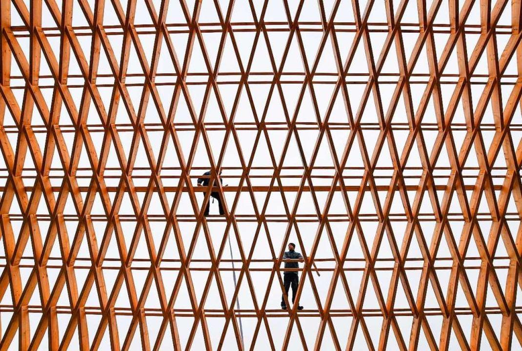 Mehr Bauten in Holz – das ist das Ziel der Landesregierung.  | Foto: dpa
