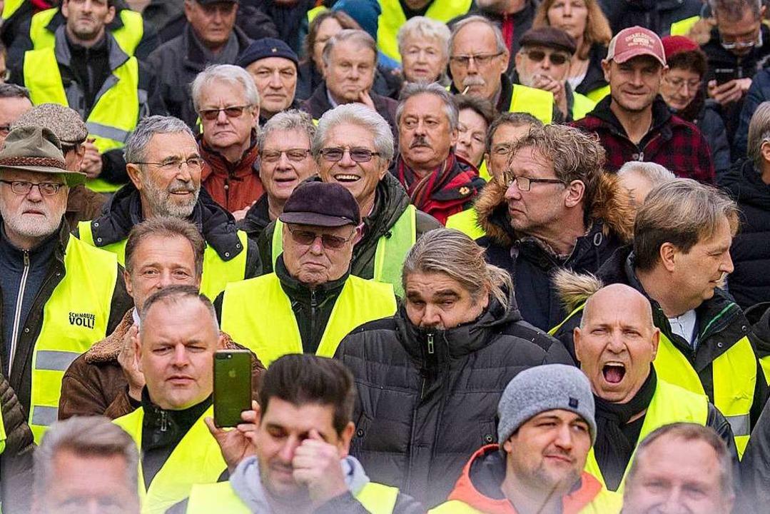 Zahlreiche Gelbwesten werden an diesem Samstag in Kehl erwartet.  | Foto: dpa